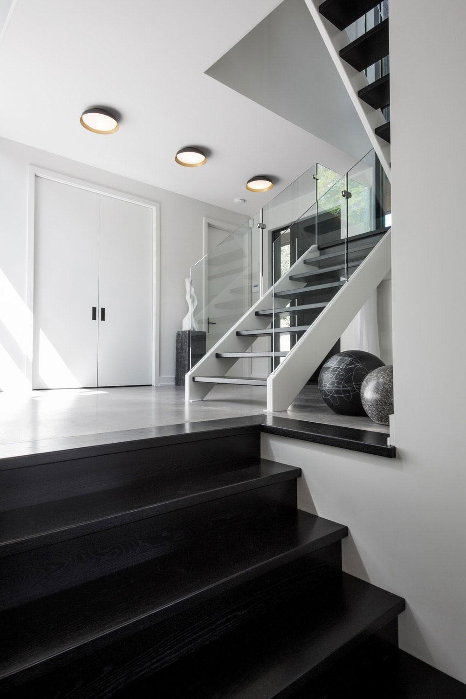 Mẫu đá cầu thang màu đen
