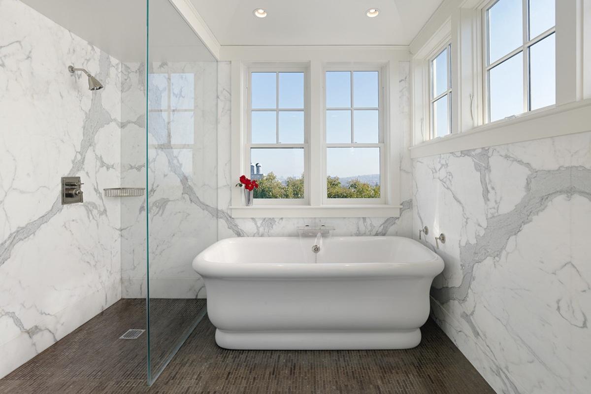 Nhà tắm sử dụng đá Marble trắng Vân Mây