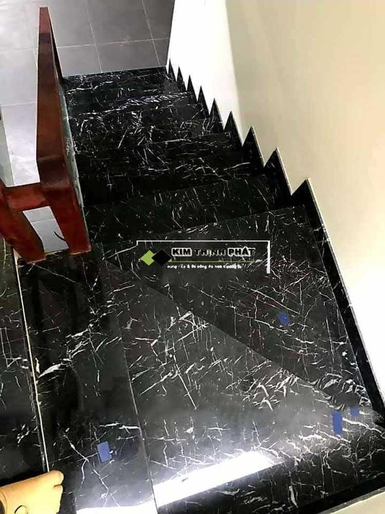 ốp cầu thang đá Marble đen tia chớp