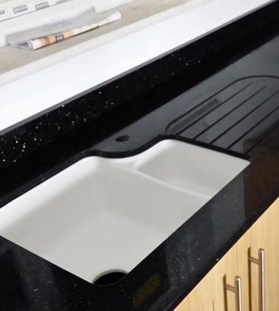 đá bàn bếp kim sa trung