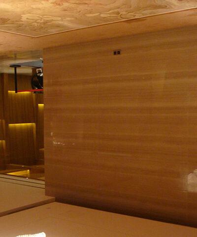 đá ốp tường vân gỗ đỏ