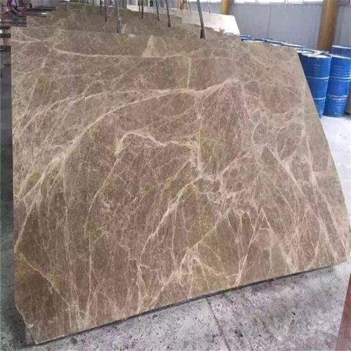 Cột đá nâu Tây Ban Nha