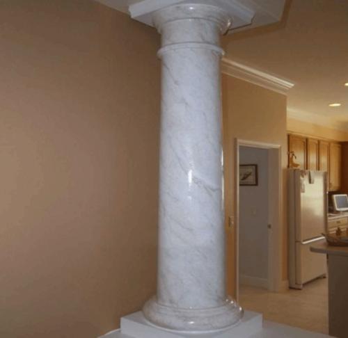 cột đá màu trắng
