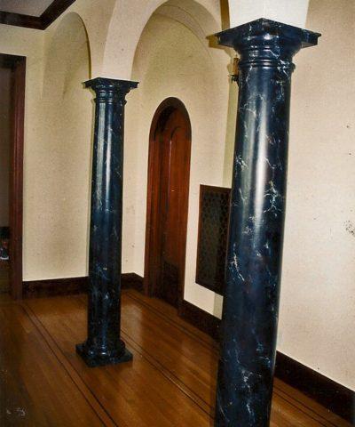 cột tròn ốp đá màu đen