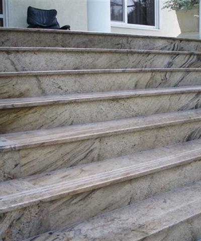Cầu Than g Đá Granite Prada Gold Xuất Xứ Ấn Độ