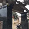 Cột vuông màu đen