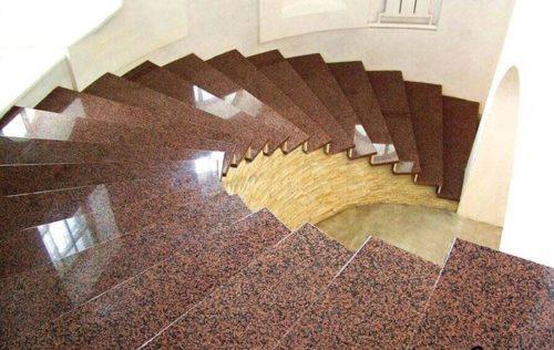 Mẫu đá cầu thang màu nâu